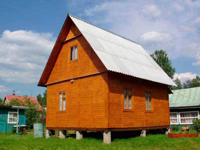 dachnyy-dom-na-stolbchatom-fundamente