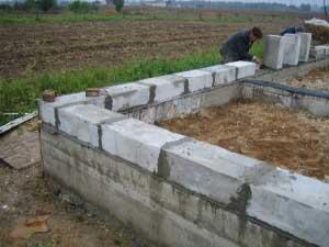 fundament-pod-dom-svoimi-rukami-iz-penoblokov-poshagovaya