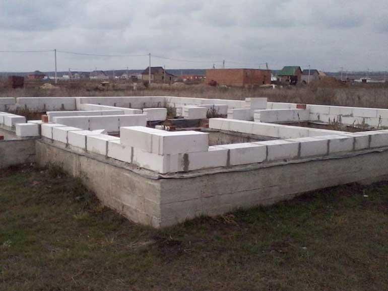 fundament-svoimi-rukami-pod-dom-iz-penoblokov-1