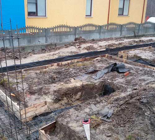 fundamentnaya-podushka-dlya-lentochnogo-fundamenta-doma