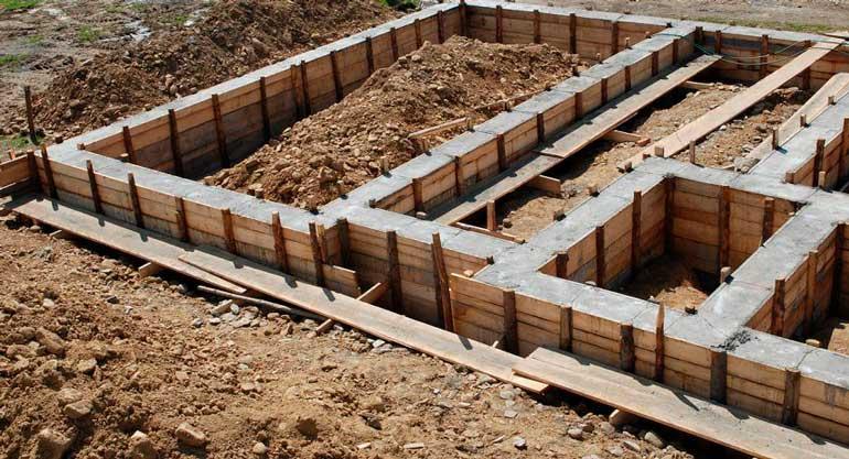 lentochnyj-fundament-pod-dom-sdelannyj-svoimi-rukami-1