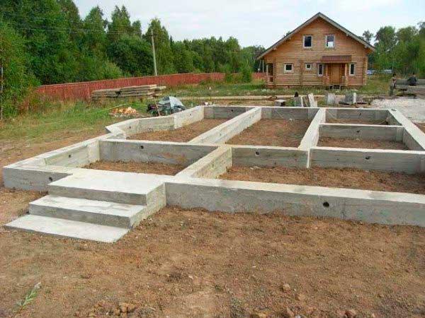 marka-betona-pod-lentochnyy-fundament-doma