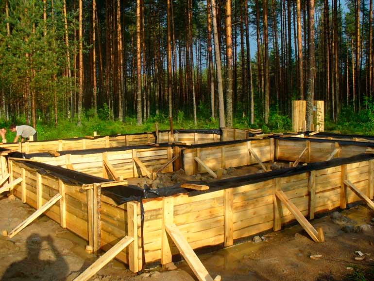 opalubka-pod-lentochnyy-fundament
