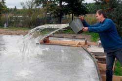 poliv-fundamenta-vodoy-dlya-doma-svoimi-rukami