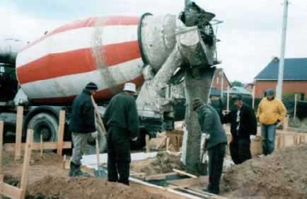 zalivayem-fundament-svoimi-rukami-betonomeshalkoy