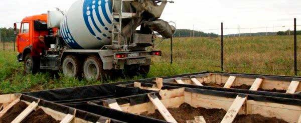 zalivka-betona-fundamenta-dlya-doma