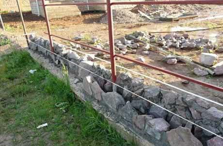 kamennнy-fundament-pod-zabor-iz-profnastila