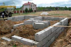 sbornyy-fundament-dlya-dvukhetazhnogo-doma-iz-kirpicha