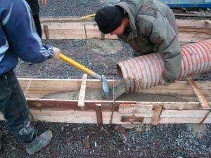 zalivka-betonnogo-rastvora-v-opalubku-v-holodnoe-vremya-goda