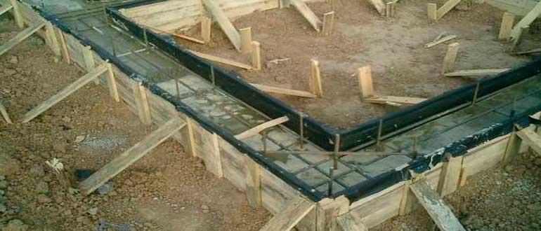 kakoy-glubiny-dolzhen-byt-fundament-pod-garazh