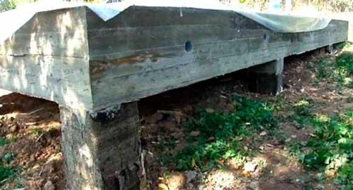 stolbchato-lentochnyy-fundament-sdelannyy-na-sklone
