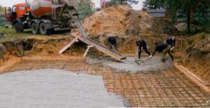 zalivka-plitnogo-fundamenta-pod-dom-iz-penoblokov