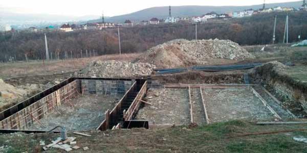 enir-betonnaya-podgotovka-pod-fundament